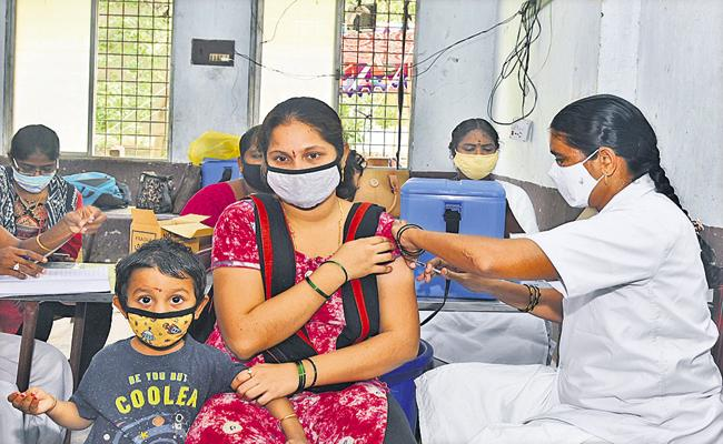 Vaccination program for mothers of children under age of five years in Full Swing - Sakshi