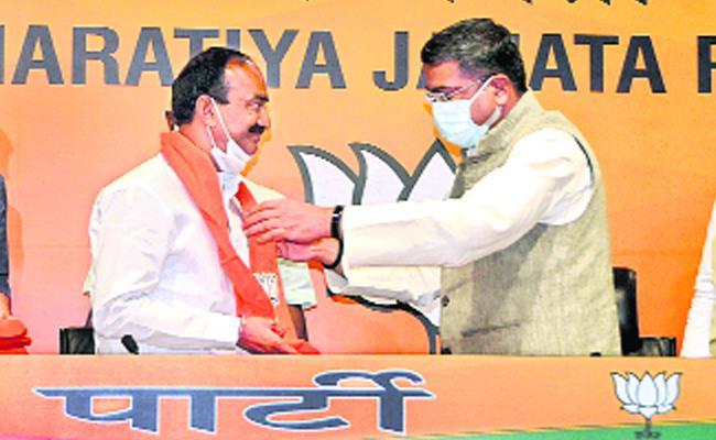 Etala Rajendar Challgenge To CM KCR After Joining In BJP - Sakshi