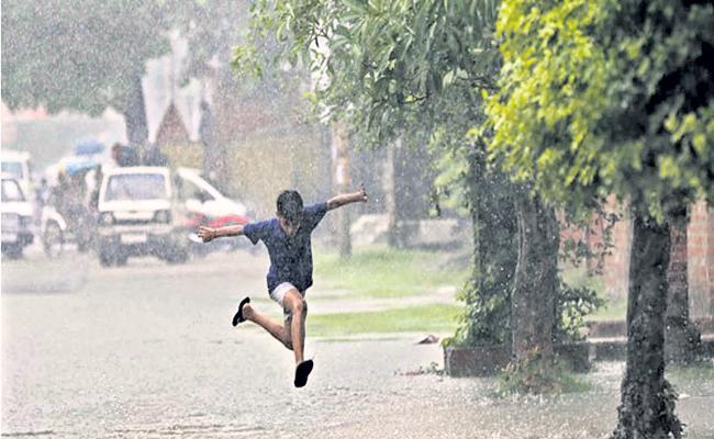Moderate Rainfall in Andhra Pradesh For Next two days - Sakshi