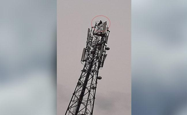 Man Climbs Mobile Tower After Cancelled His Marriage In Karnataka - Sakshi