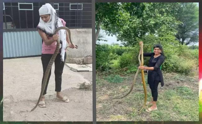 Viral Video: Fearless Girl Catches King Cobra With Just One Hand People Are Stunned  - Sakshi