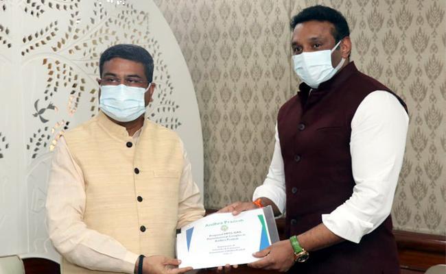 AP: Mekapati Goutham Reddy Meets Union Minister Dharmendra Pradhan - Sakshi