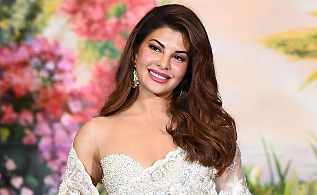 Jacqueline Fernandez Shifting To New House With Her Boyfriend In Juhu - Sakshi