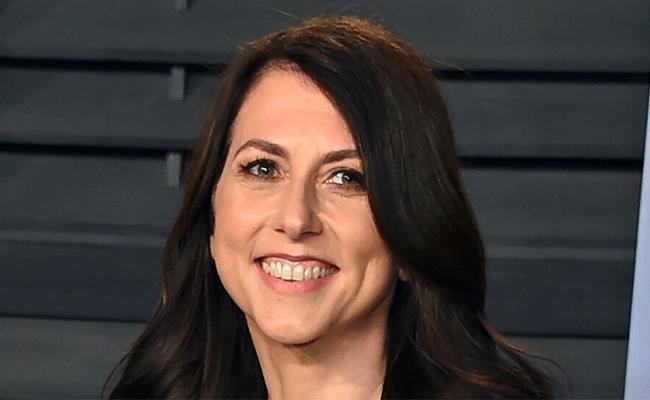 Jeff Bezos'ex wife MacKenzie Scott donates USD 2.7 bn - Sakshi