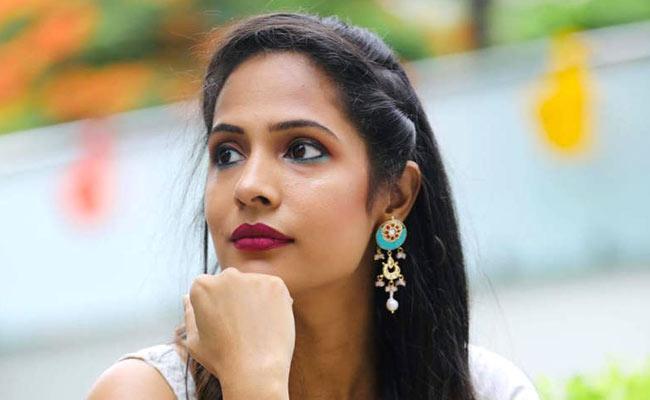 Special Story On Youtube Star Sruthi Arjun Leaving IT Job - Sakshi