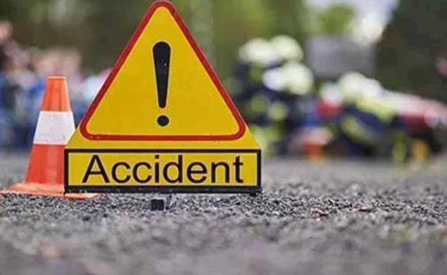 3 LifeLess In Ambulance Accident In Karnataka - Sakshi