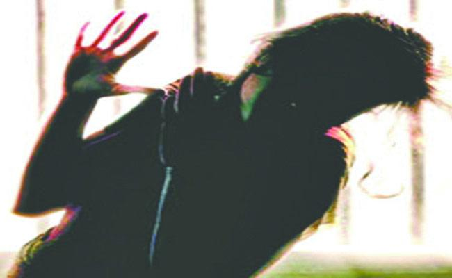 Cop Molested Married Woman For Not Wearing Mask In Surat - Sakshi