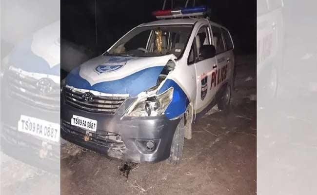 Attack On Police Offecers And Damaged Vehicles Issue In Nalgonda - Sakshi