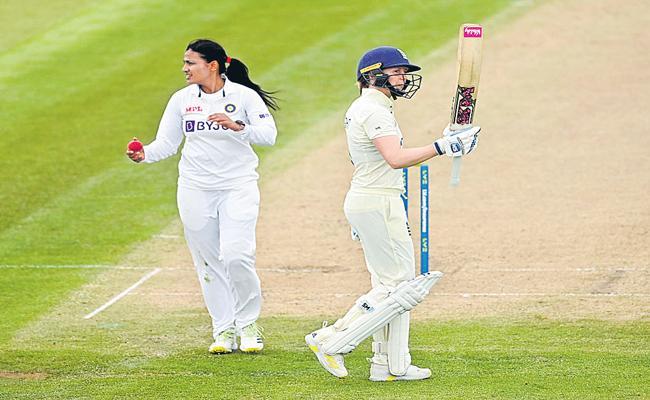 England 1st innings Stumps 269 for 6 - Sakshi