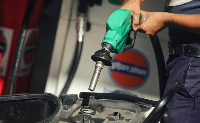 Today Petrol And Diesel Price Hyderabad - Sakshi