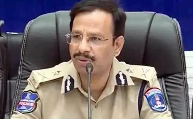 Hyderabad Police Arrested Fake Land Documents Fraud Gang - Sakshi
