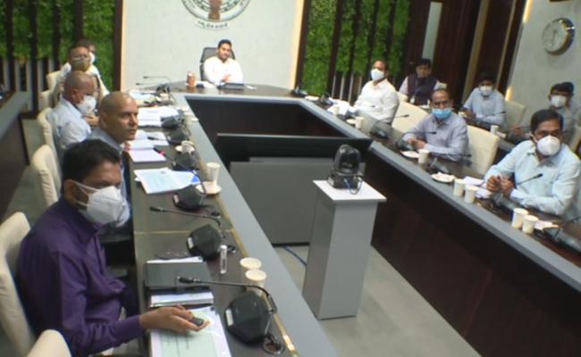 CM YS Jagan Review Meeting On Coronavirus In Tadepalli - Sakshi