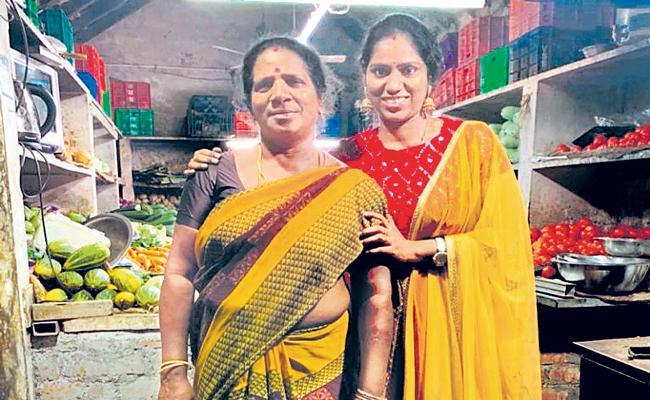 Vegetable Vendor Daughter Gets Promotion At MNC, Dedicates It To Her Parents - Sakshi