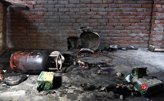 7 Succumb And 7 Injured In LPG Cylinder Blast In Uttar Pradesh - Sakshi