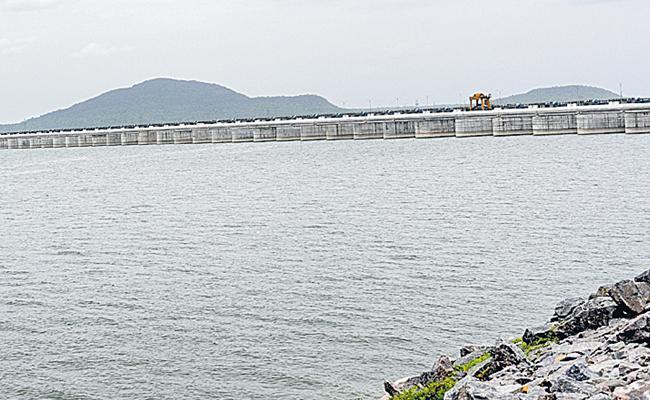 Heavy Water Flow In Krishna And Thungabhadra Basin - Sakshi