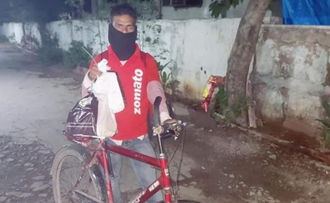 Zomato Cycle Delivery: Netizens Gifted A Bike To Delivery Boy - Sakshi