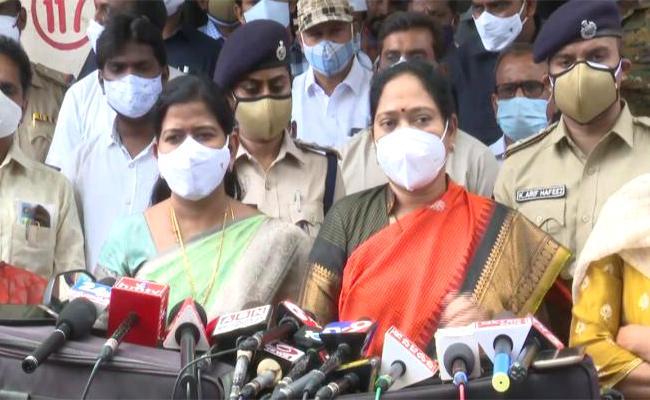 AP Minister Sucharitha And Taneti Vanita Visits Guntur Lovers Attack Victim - Sakshi