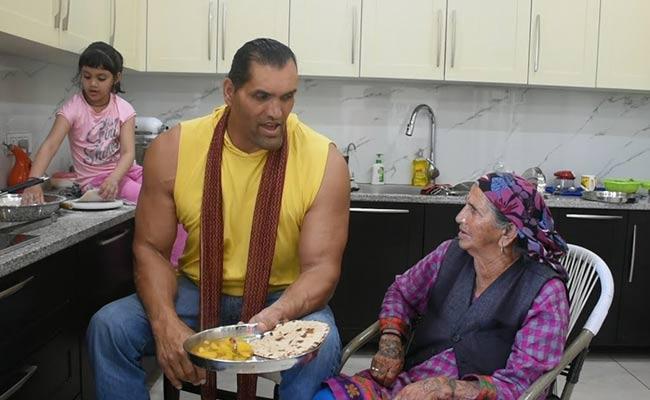 Wrestler Great Khali Mother Passes Away - Sakshi