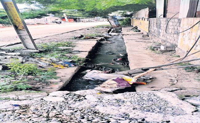 Hyderabad Nala Construction Overlaps - Sakshi
