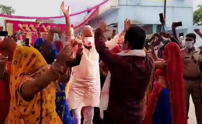 Rajasthan BJP MP And MLA Dance At Wedding Party Violate The Covid norms - Sakshi