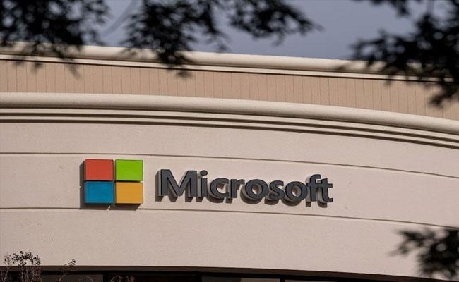 Microsoft Becomes Second US Public Company After Apple - Sakshi