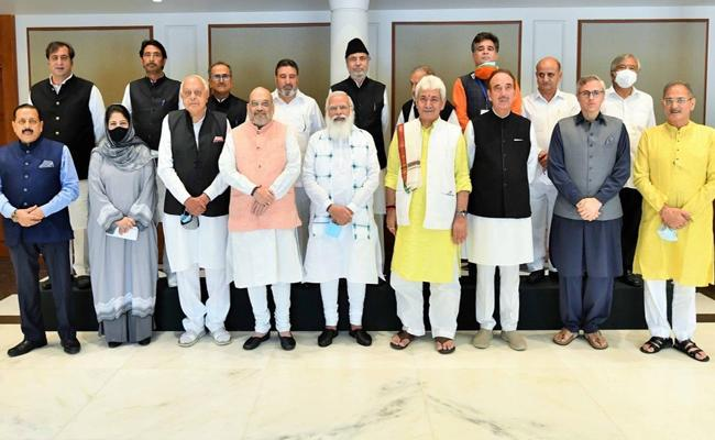 PM Modi Meets Jammu And Kashmir Leaders In Big Outreach - Sakshi