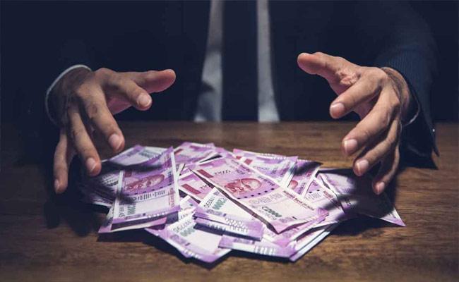 Finance Money Fraud In Karimnagar - Sakshi