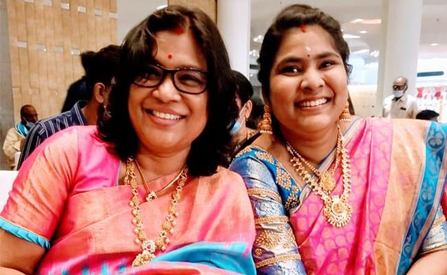 Cheera Smarneeyam Facebook Page To Share Best Moments With Saree - Sakshi
