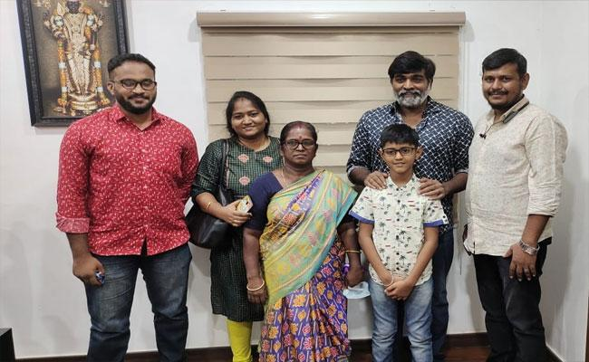 Vijay Sethupathi Fulfills The Wish Of A Cancer Patient - Sakshi