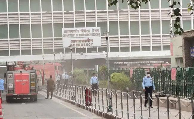 Minor Fire At Emergency Ward Of Delhi AIIMS - Sakshi