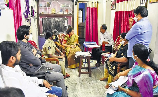 Disha Special Officer Kritika Shukla who met Sugali Preeti parents - Sakshi