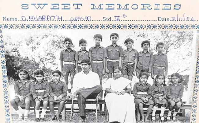 KTR Shares His School Memory Can U Identify Where is He In This Photo - Sakshi
