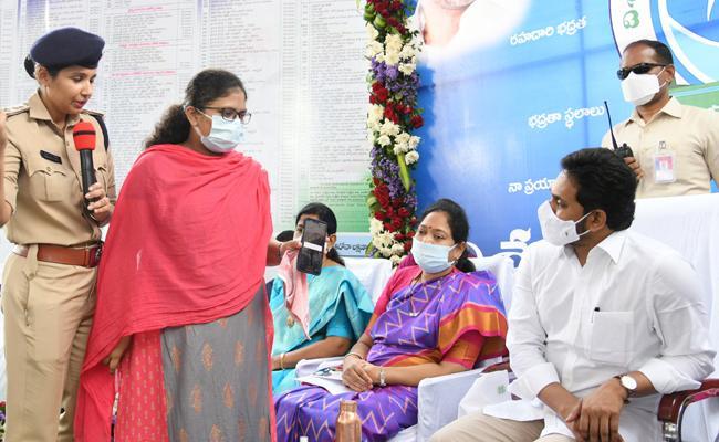 Volunteers Conduct Disha App Live Demo In The Presence Of CM Jagan - Sakshi