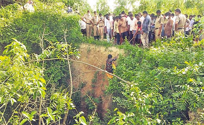 Three students were lost when their bike fell into a ditch - Sakshi