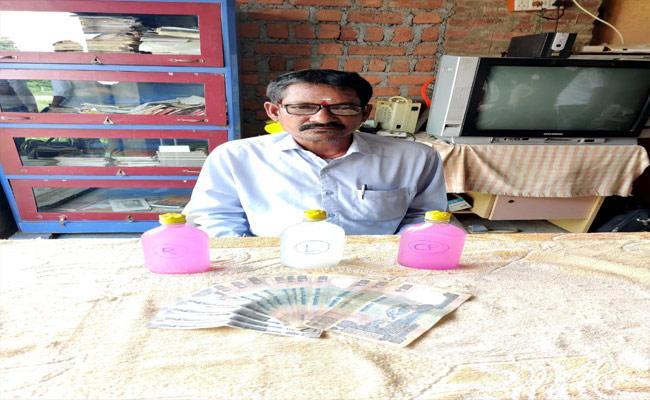 VRO Demanding Money For Kalyana Laxmi Scheme In Warangal - Sakshi