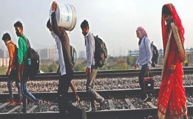 Over 8700 People Succumb On Railway tracks During Year - Sakshi