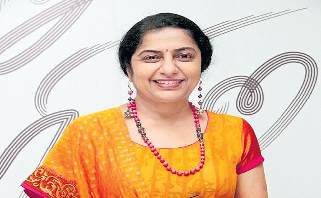 Suhasini refutes rumour about Mani Ratnam joining Twitter - Sakshi