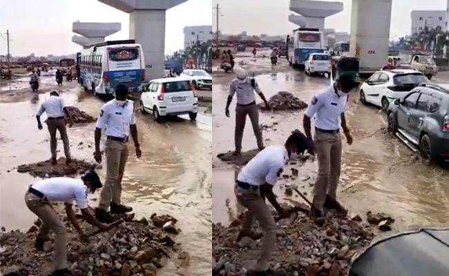 Uppal Traffic Police Clearing Waterlogging At Aditya Hospital Hyderabad - Sakshi