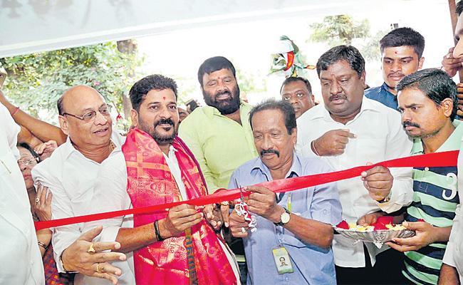 Gandhi Bhavan Attender Shabbir Deceased Of Coronavirus - Sakshi