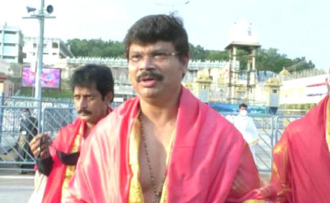 Boyapati Srinu Visits Tirumala Temple - Sakshi