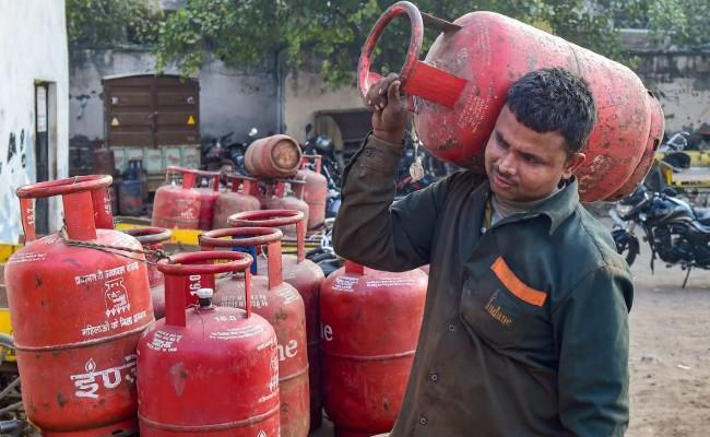 Paytm LPG cylinder offer valid till June 30 - Sakshi