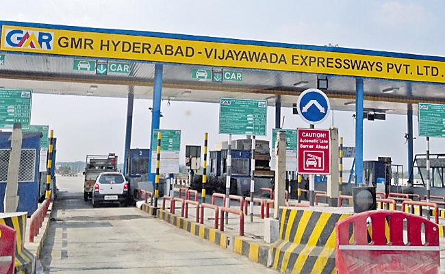 NHAI Is Planning To Construct Yellow Lines For Quick Transit At Tollgates - Sakshi