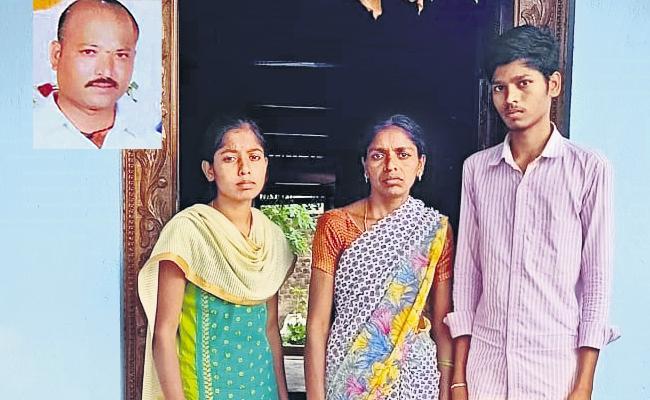 Family Head Died Due To Coronavirus And Having Huge Loan - Sakshi