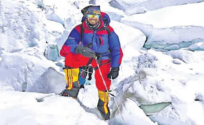 Vishakha Young Man Conquers Mount Everest - Sakshi