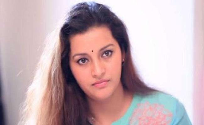 Do you have this bank account? actress renuudesai bitter experiene - Sakshi