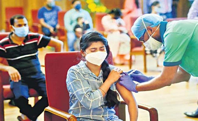 Hyderabad: Mega Vaccination Drive 40000 Hitex Area Pre Registered - Sakshi