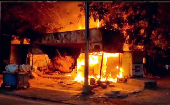 Fire Accident Near Koti Medical College Bustop Hyderbad - Sakshi