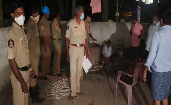 Police Rescued Woman Who Fell Into Well In East Godavari - Sakshi