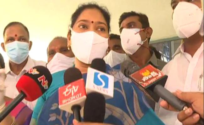 Minister Sucharitha About Covid Vaccination - Sakshi
