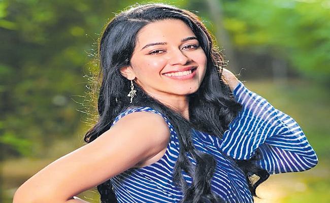 Mirnalini Ravi green signal to telugu film - Sakshi